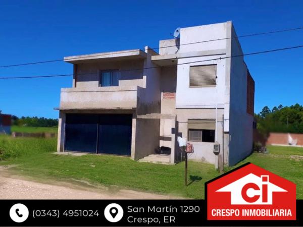 VENTA casa grande en Crespo